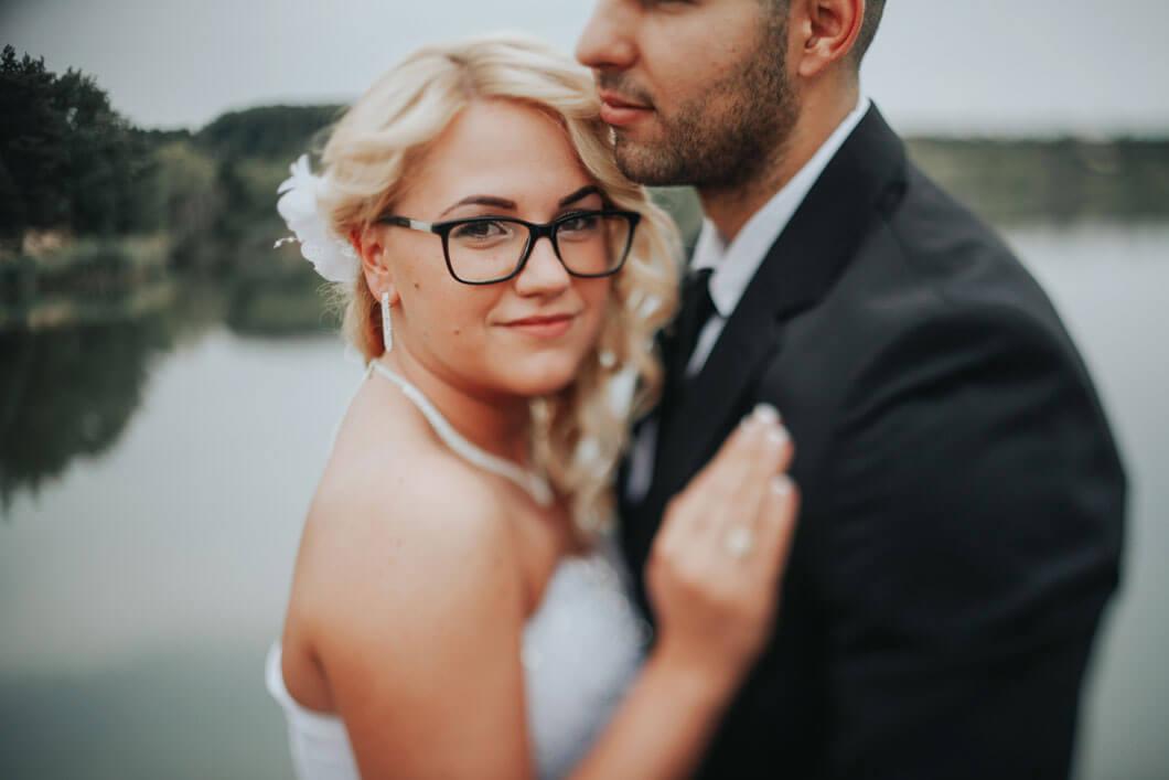 bröllopsfotografen fångar brudparet innan vigsel
