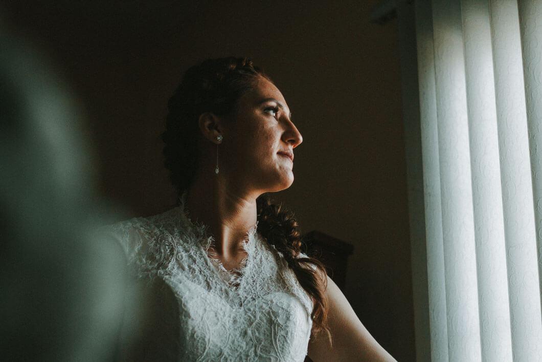 bruden är klar inför bröllopet